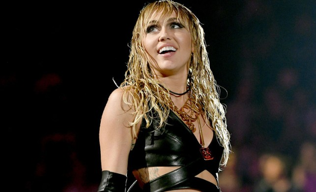Ünlü şarkıcı Miley Cyrus, imajını değiştirdi