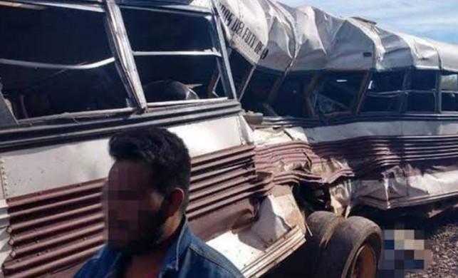 Meksika'da yük treni otobüse çarptı: 7 ölü, 32 yaralı