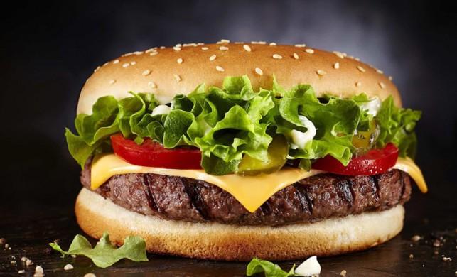Satın aldığı hamburger paketini 20 yıl sonra açtı! Karşılaştığı manzara onu şoka uğrattı