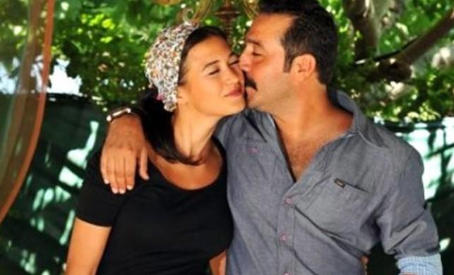 Ecem Özkaya ile 10 yıllık evlilikleri sona eren Mustafa Üstündağ soluğu Mekke'de aldı!