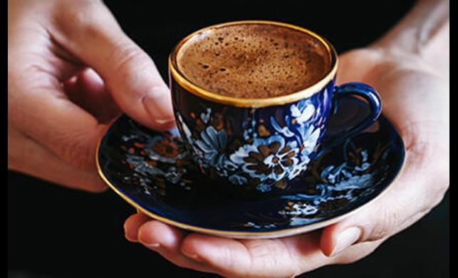 Evine gelen misafirlerle kahve ve su içti bir anda gözleri karardı: İyi olacaksın ablacığım