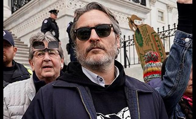 Joker filmi ile ünlenen Joaquin Phoenix iklim değişikliği protestosunda gözaltına alındı