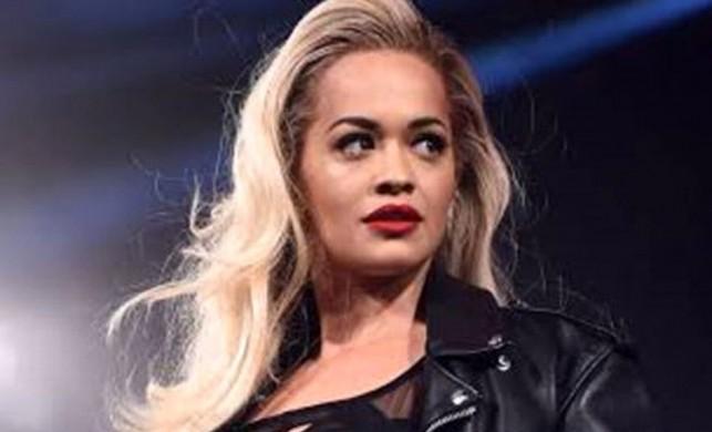İngiliz şarkıcı Rita Ora verdiği çıplak pozu Instagram hesabından takipçileriyle paylaştı