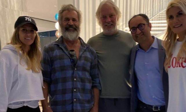 Adnan Şen ve Begüm Şen çifti ünlü aktör Mel Gibson'ı evlerinde ağırladı