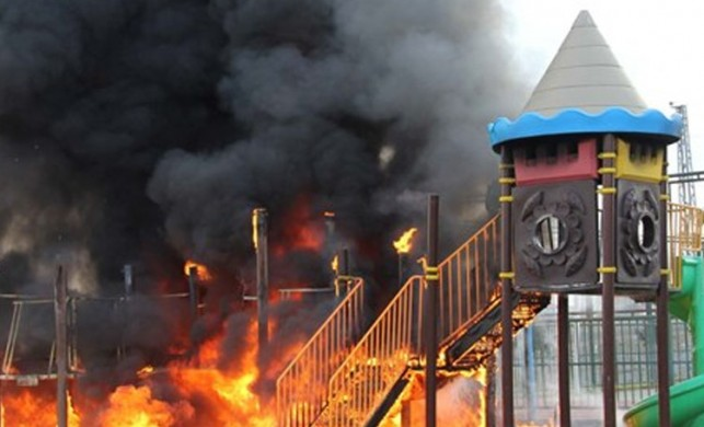 Kayseri'nin Kocasinan ilçesindeki bir çocuk parkı kimliği belirsiz kişilerce yakıldı