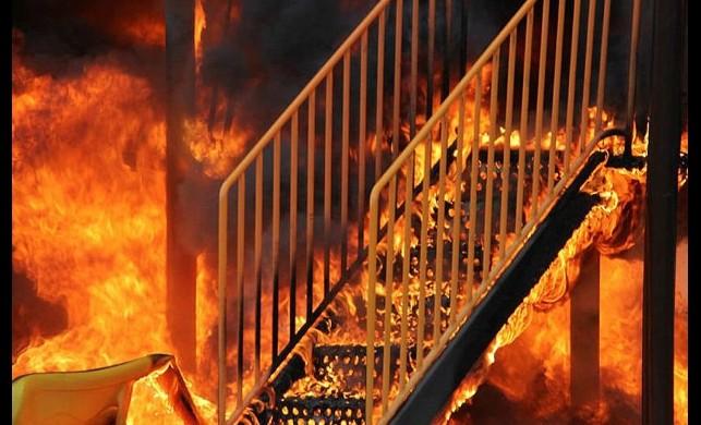 Kayseri'de çocuk parkını ateşe veren kişiler güvenlik kamerasına yakalandı