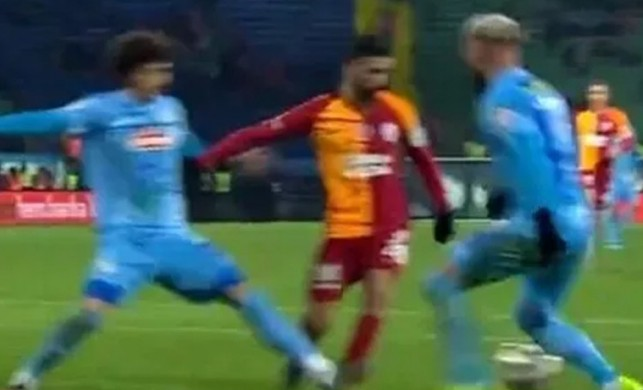 Galatasaray'ın penaltı beklediği pozisyonçok konuşuldu