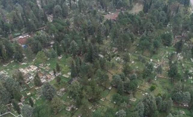 Samsun'da bir mezarlıkta yönleri farklı mezarlar şaşırtıyor