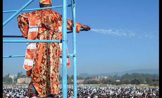 Etiyopya'daki dini törende facia! Ahşap tribün çöktü, en az 10 kişi hayatını kaybetti
