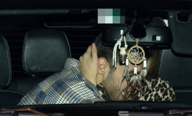 Eliz Sakuçoğlu, sevgilisiyle arabada öpüşürken görüntülendi