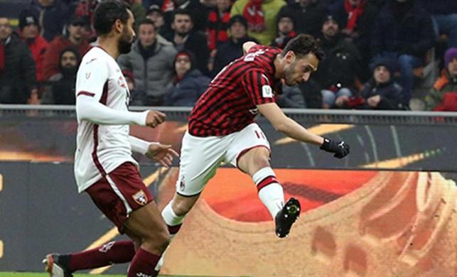 Hakan Çalhanoğlu Milan'ı yarı finale taşıdı!
