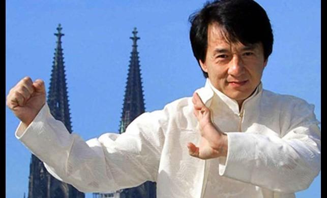 Dünyaca ünlü oyuncu Jackie Chan, corona virüsüne çare bulana 1 milyon yuan ödül verecek