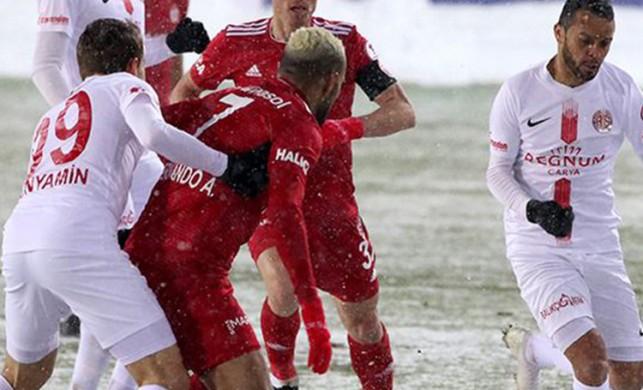 Sivasspor - Antalyaspor maç sonucu: 1 - 1 | Antalyaspor Alanyaspor'un rakibi oldu