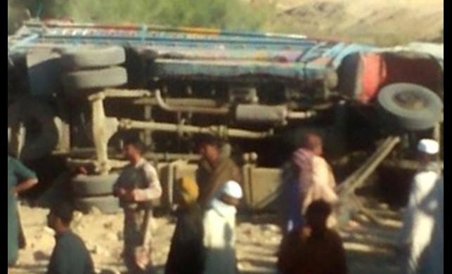 Pakistan'da düğün otobüsü devrildi! İlk belirlemelere göre 11 ölü, 20'den fazla yaralı var