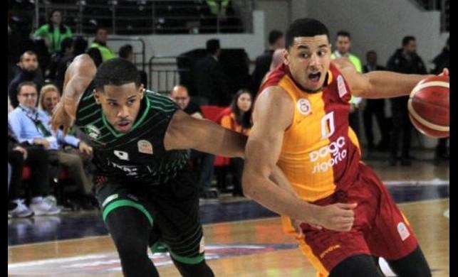 Türkiye Kupası yarı final maçında Galatasaray'ı yenen Darüşşafaka finale yükseldi