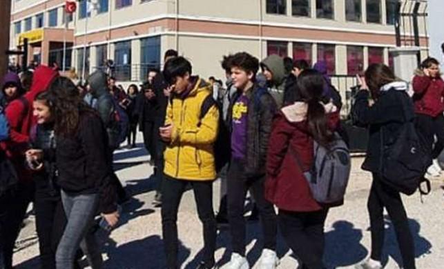 Mersin'de bir lisede yapılan rögar ilaçlaması sırasında 17 öğrenci zehirlendi
