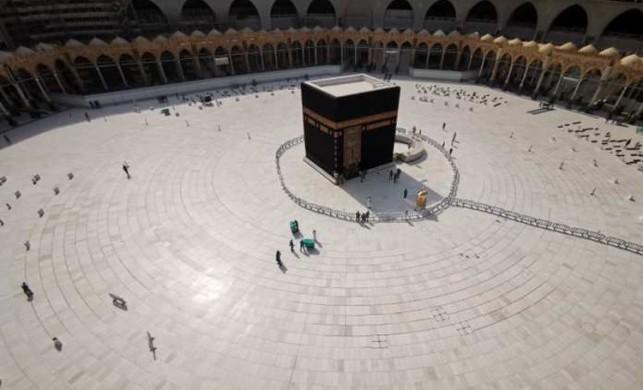 Suudi Arabistan, korona virüs vakalarının artması nedeniyle Kâbe'ye ziyaretleri durdurdu
