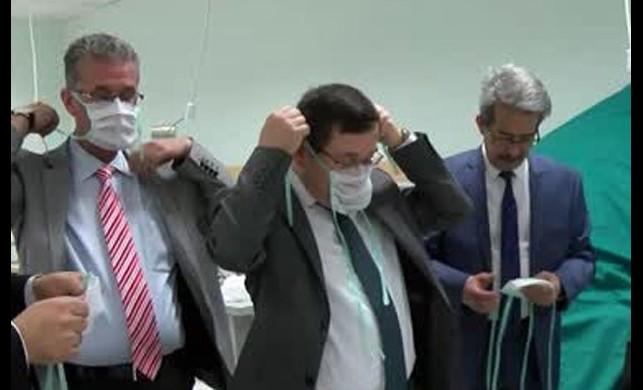 Koronavirüs tedbirleri kapsamında maske bulamayan tıp merkezi çalışanları kendi maskelerini yapmaya başladı