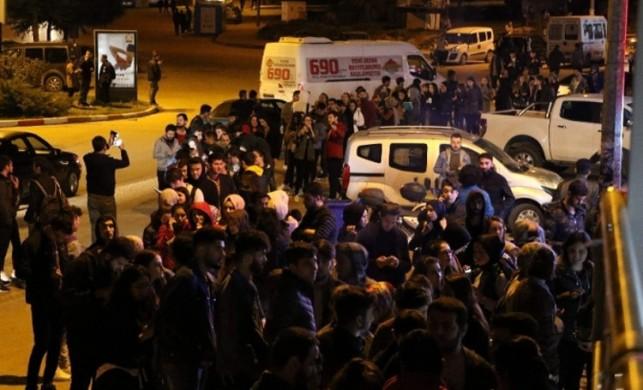 Tatil haberi sonrası öğrenciler otobüs firmalarına akın etti