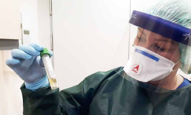 Almanya'da korona virüsü kapmış hastalarla ilgilenen Türk hemşire Canan Emcan'dan önemli uyarı