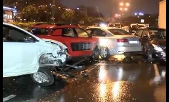 Bağcılar'da zincirleme kazada 10 araç birbirine girdi