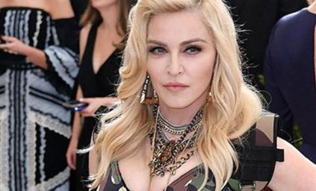 Amerikalı pop yıldızı Madonna, turne sırasında kendisine koronavirüs bulaştığını söyledi