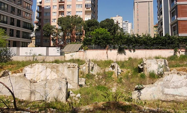 Kadıköy'de pis koku ve sinekler çevre sakinlerini isyan ettirdi