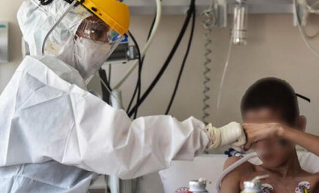İstanbul'da çıkan yangında dumandan etkilenen 3 kişilik aile tesadüfen koronavirüse yakalandığını öğrendi