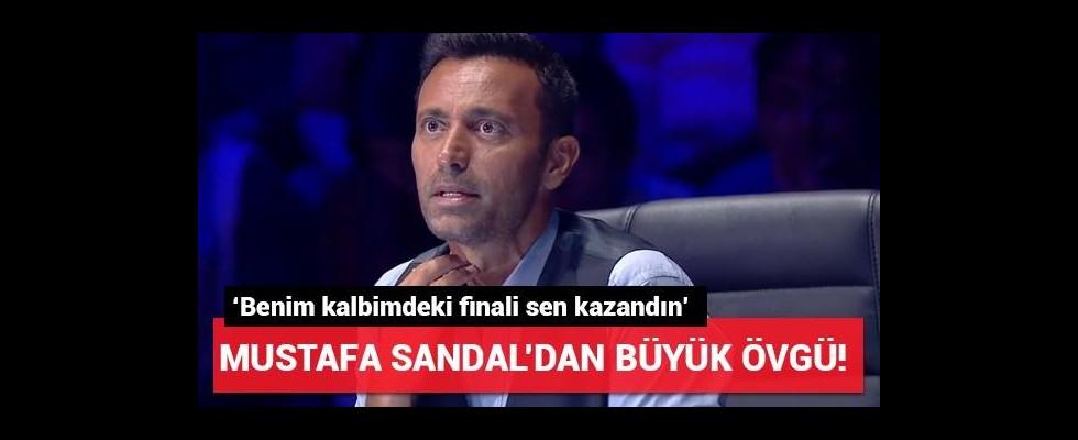 Mustafa Sandal'dan o isme büyük övgü!