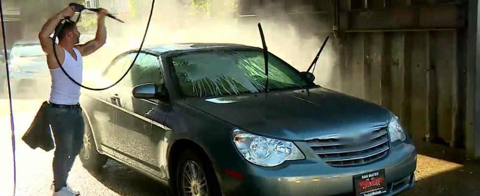 Mehmet ve Yunus araba yıkadı!
