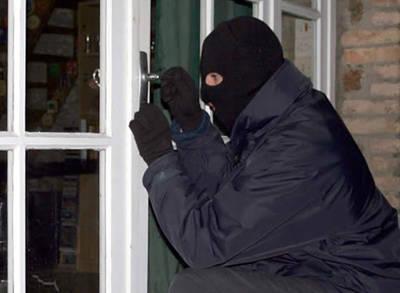 Evine Giren Hırsızı İşe Aldı!