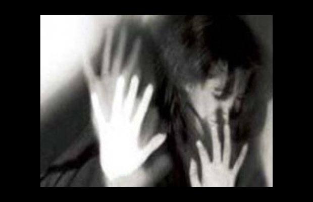 Polis kadını karakol yerine eve götürdü!..