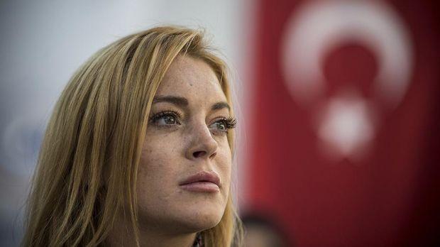 ABD'li oyuncu, model, şarkıcı ve söz yazarı Lindsay Lohan, dün akşam İstanbul'da gerçekleşen terör saldırısını kınadı