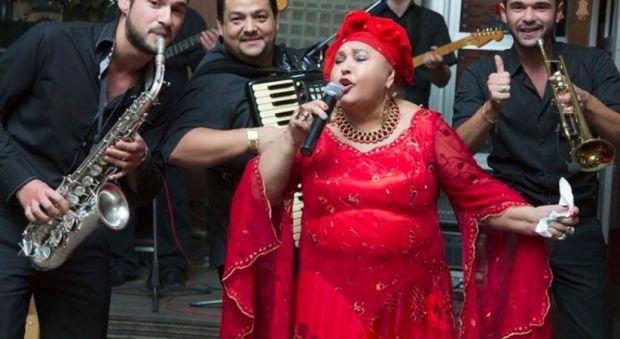 Roman müziğinin en önemli isimlerinden şarkıcı ve söz yazan Esma Recepova hayatını kaybetti