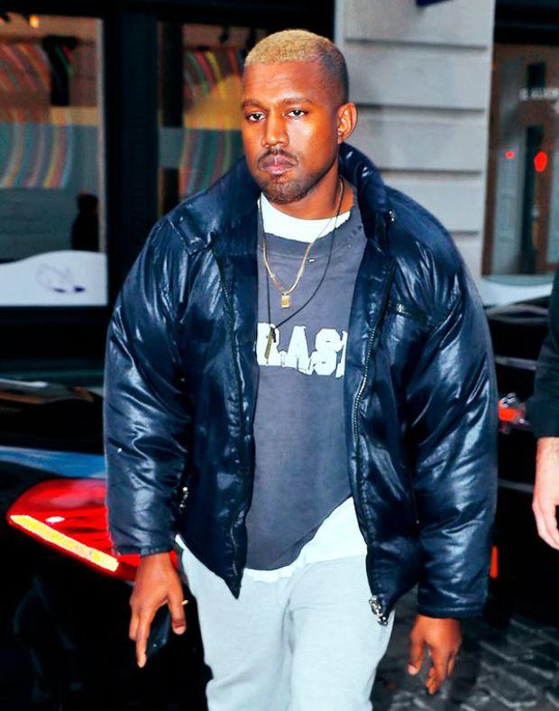 Kanye West, önceki gün New York'ta tek başına bitkin bir halde görüntülendi
