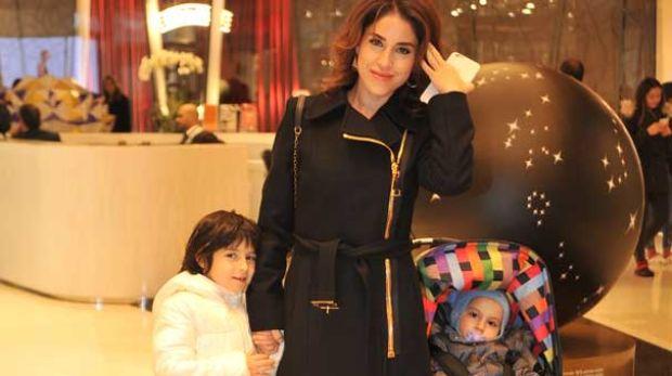 Irmak Ünal, geçtiğimiz gün kızı Kayla ve oğlu Vadi'yle geldikleri Zorlu Alışveriş Merkezi'nde objektiflere yansıdı