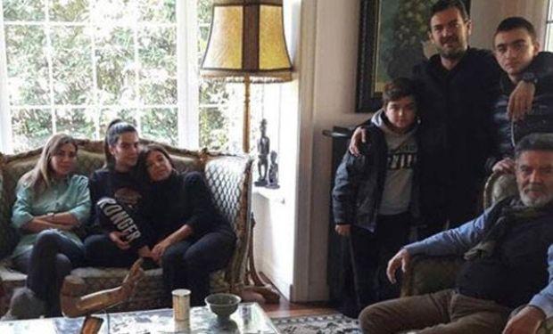 Geçtiğimiz yaz aylarından bu yana iş adamı Barbaros Utku ile beraberlik yaşayan Ayla Çelik, sevgilisinin ailesiyle tanıştı