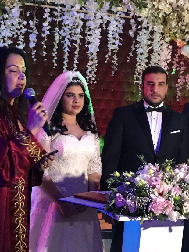 Bir döneme damgasını vuran Sihirli Annem dizisinin küçük oyuncusu Damla Ersubaşı evlendi.