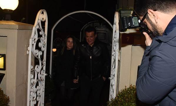 Hakan Peker, önceki akşam eşi Arzu Öztoprak ile Etiler Da Mario restorandan çıkarken görüntülendi
