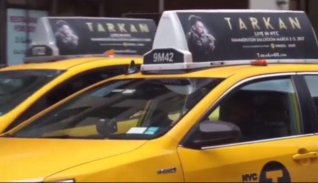 Tarkanın New York konserleri için şehrin her yanında dolaşan taksiler Tarkan görseli taşıyor