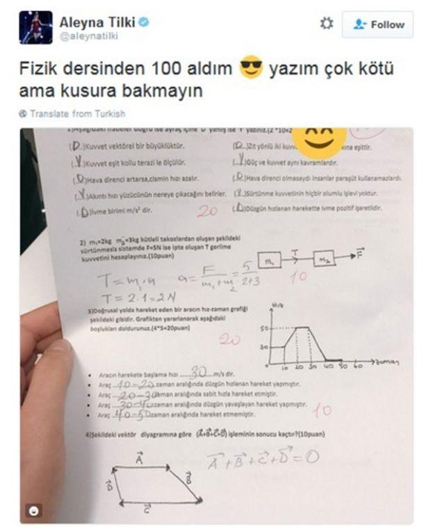 Aleyna Tilki'nin sınav notları düştü Aleyna Tilki, 100 puan aldığı fizik sınavı kağıdını sosyal medyadan paylaşınca, okul yönetimi tarafından disiplin cezasına çarprılmıştı.  Öğretmenler kurulu, paylaşımı nedeniyle genç şarkıcının bütün derslerden tekrar sınava girmesi kararı almıştı.  Karara uyup tüm derslerden yeniden sınava giren genç şarkıcı, daha düşük notlar gelince sınıf öğretmeniyle kavga etti. Bu nedenle bir kez daha disipline verilen Tilki'nin okulla ilişiğinin kesilme ihtimali yüksek.