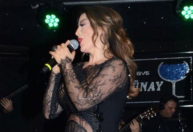 Ünlü şarkıcı Aşkın Nur Yengi önceki akşam Günay Restaurant'ta konser verdi Gece boyunca 14 Şubat Sevgililer Günü'ne özel şarkılarını söyleyen Aşkın Nur Yengi, cesur kıyafeti ile göz doldurdu