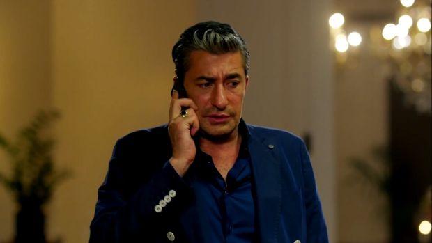 """Erkan Petekkaya, başrolünde yer aldığı """"Paramparça"""" dizisinin veda gecesine katıldı, gecenin ardından hastanenin yolunu tutan Petekkaya, böbrek taşı nedeniyle ameliyata alındı."""