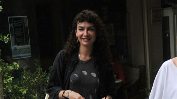 Sarp Levendoğlu'dan olaylı bir şekilde boşanan Birce Akalay, önceki gün Nişantaşı'nda objektiflere takıldı