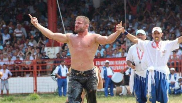 1. İsmail Balaban'ın güreş müsabakasından bir kare