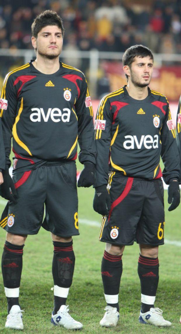 Barış Özbek, Almanya'da Rot-Weiss Essen takımında forma giydiği arkadaşı Serkan Çalık ile birlikte 2007-2008 yılında Galatasaray'a transfer olmuştu.