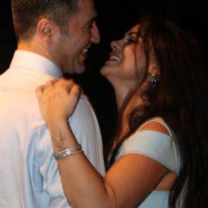 Ünlü şarkıcı nişanlandı! İngiltere'ye gelin gidiyor