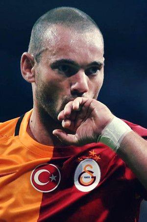 Galatasaray'a Sneijder ve Chedjou'dan kötü haber