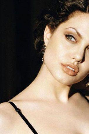 Geçmişten günümüze Angelina Jolie!