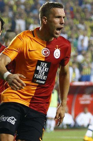 Podolski'den Fenerbahçe'ye 'gol' göndermesi!